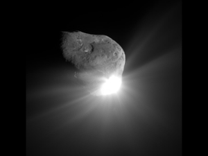 Deep Impact's probe sent back this image just before striking Comet Tempel 1 (Image: NASA/JPL-Caltech/UMD)