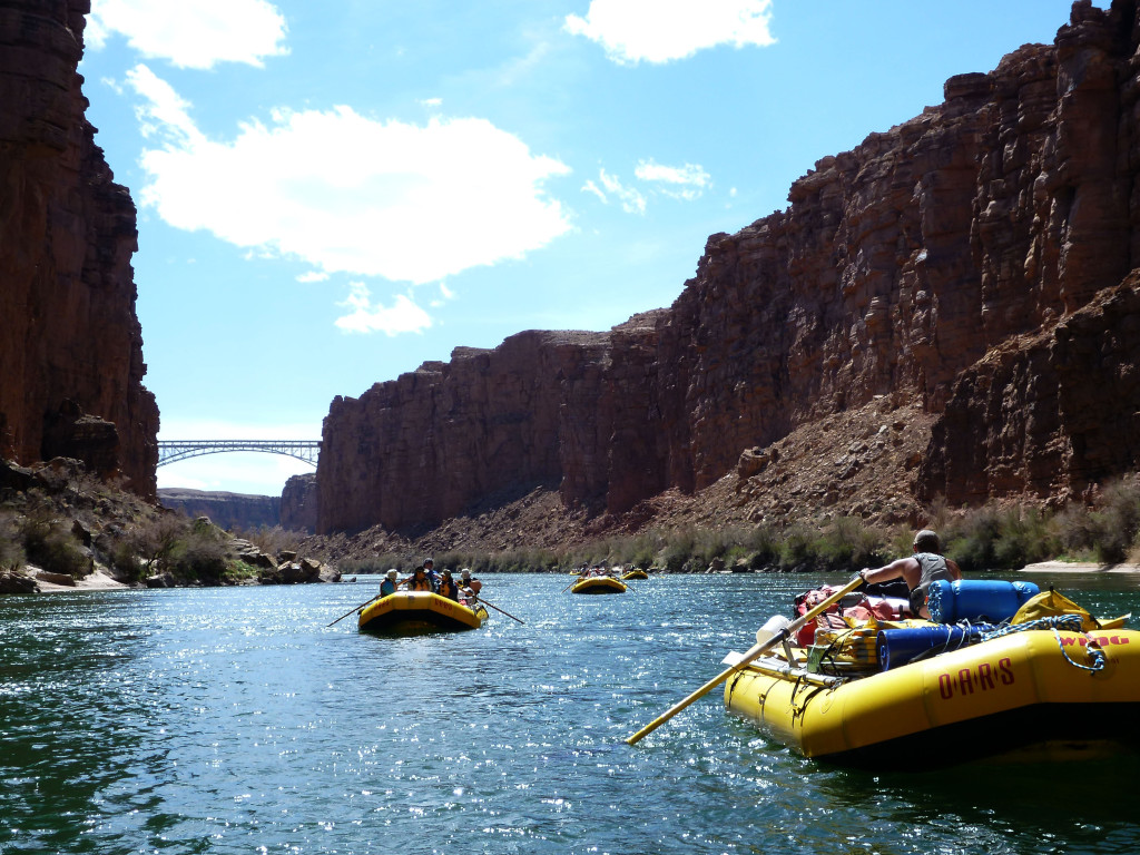Boats on the way to Navajo Bridges